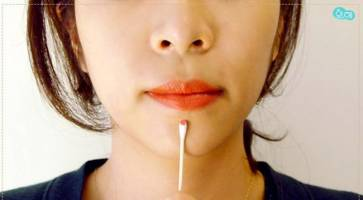 Bí quyết massage mặt đơn giản, hiệu quả chỉ với 1 chiếc… tăm bông