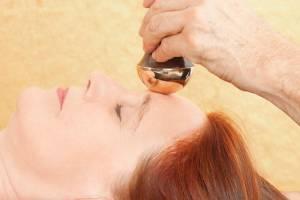 Massage kansa – Bí quyết nghìn năm giúp phụ nữ Ấn xóa nếp nhăn, giữ gìn làn da tươi trẻ