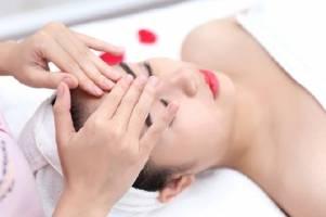 Phương pháp massage bấm huyệt trên mặt