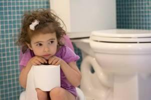 Trẻ sơ sinh táo bón: Cách massage, điều trị giúp bé đỡ bệnh chỉ sau vài ngày